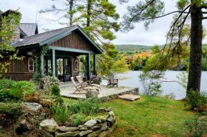 Снять дом у озера в Карелии недорого